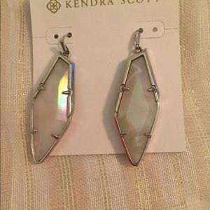 Kendra Scott Bexley drop earrings. Never worn.